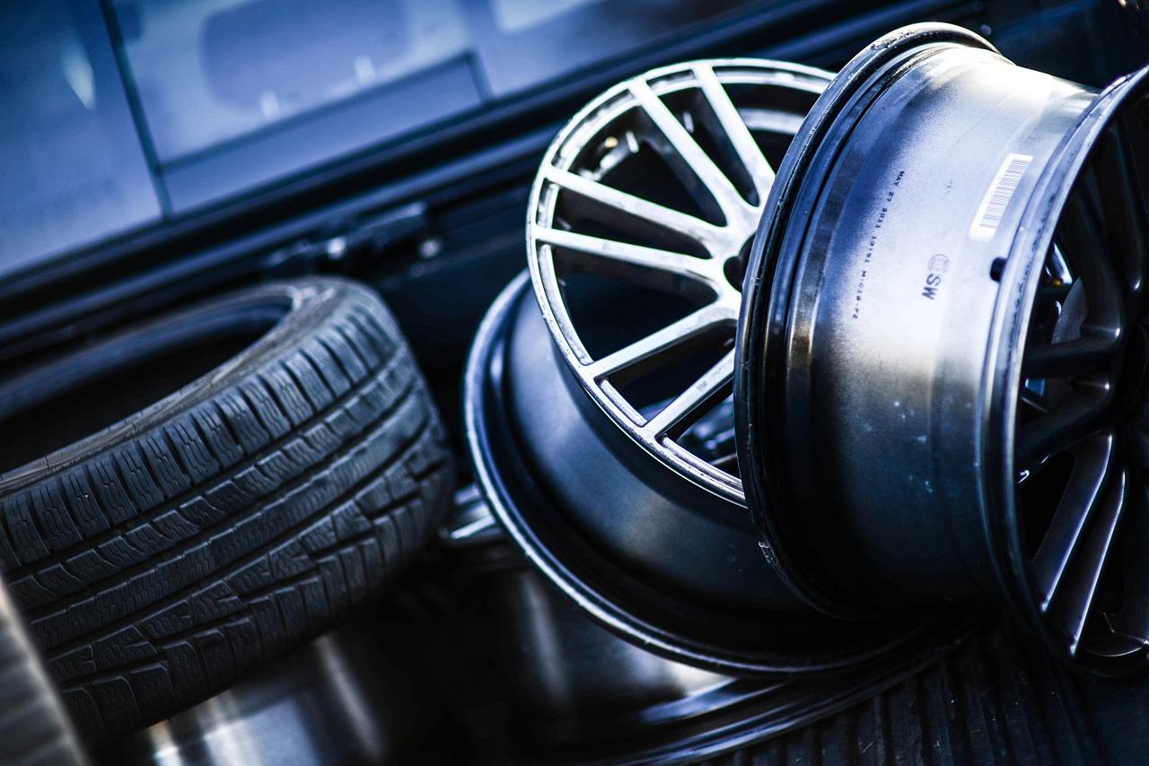 Qu'est ce qui peut causer l'usure de la bande de roulement d'un pneu ?