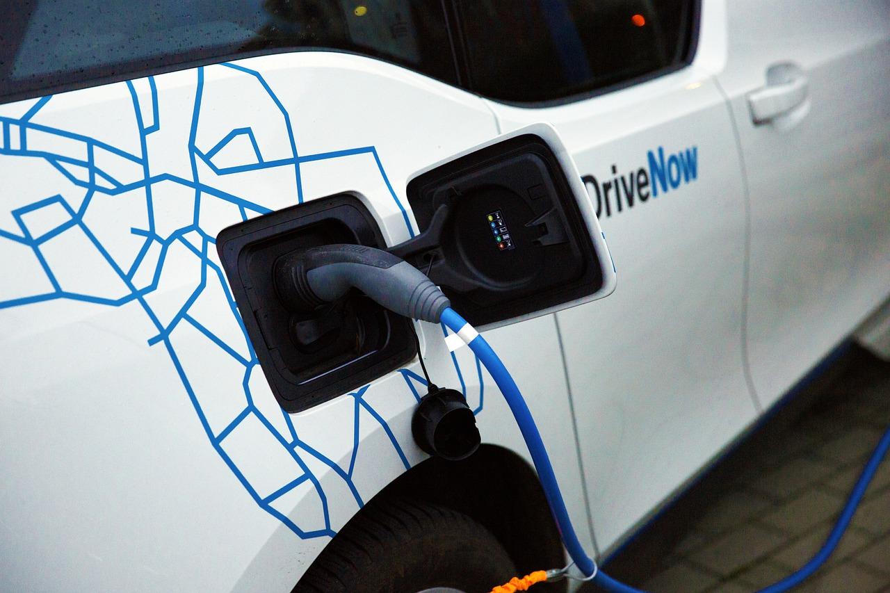 Installer une borne de recharge pour voitures électriques en copropriété : pourquoi et comment?