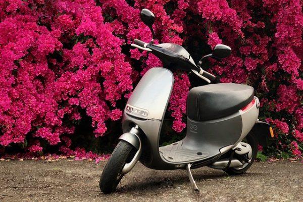 Comment entretenir la batterie d'une moto électrique ?